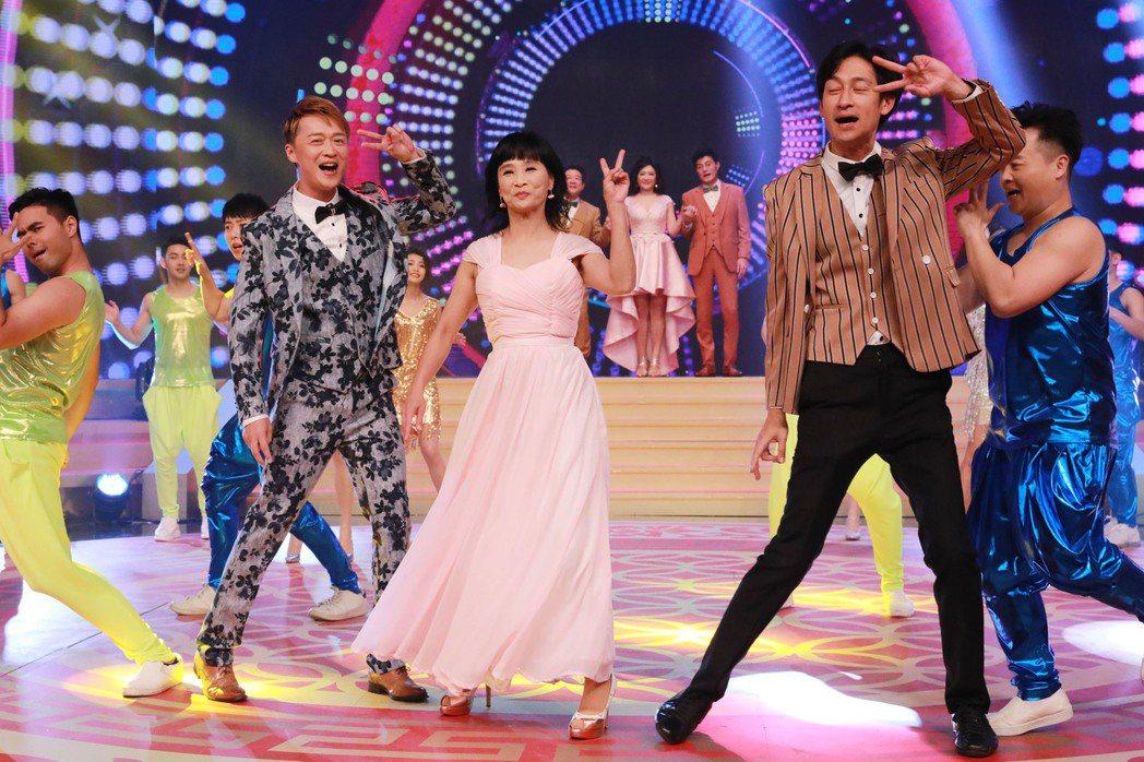 馬妞(中)日前錄民視過年特別節目載歌載舞。圖/民視提供