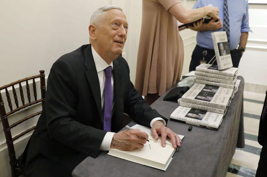 馬提斯9月出席新書《呼號混沌:學習領導》簽名會的畫面。(美聯社)