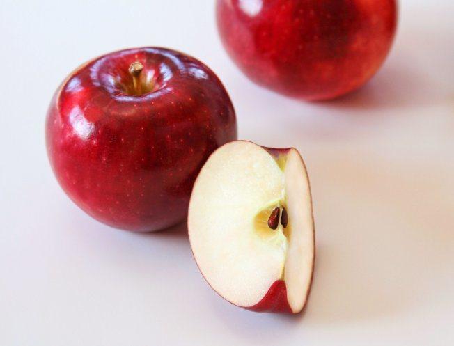新品種蘋果「宇宙脆」冷藏可以擺放長達一年,削皮後果肉置於空氣中三星期也不會變色。...