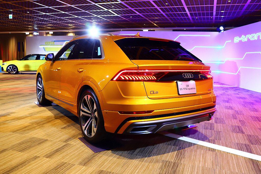 Audi Q8搭載3.0L V6汽油渦輪增壓引擎搭配48V輕度複合動力系統,具備...