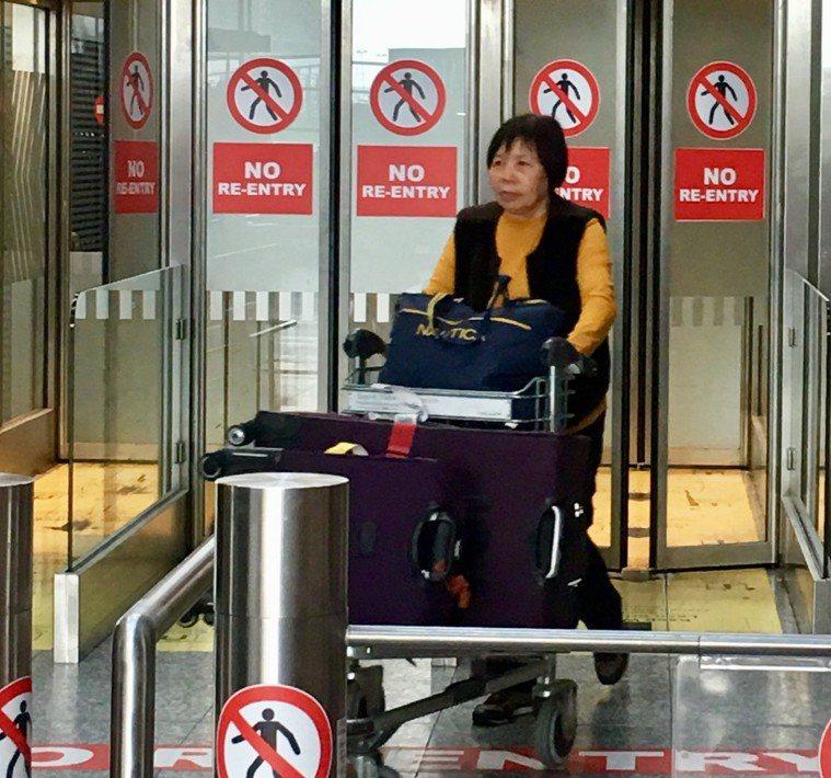 新北68歲的吳秋霞不諳英語卻能能獨自飛往美國、愛爾蘭。 圖/吳秋霞女兒提供