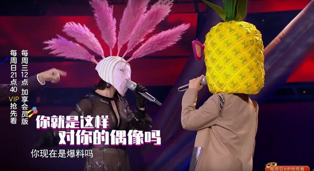 郭靜與Sunnee在「蒙面唱將猜猜猜」中合作。圖/擷自YouTube