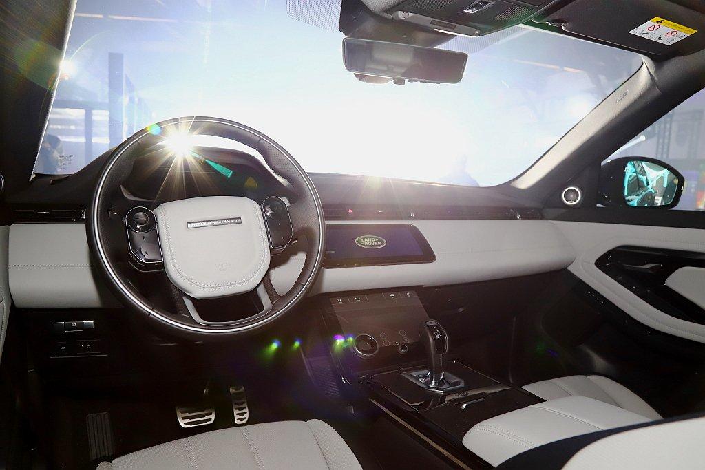 全車系標準配備Touch Pro Duo雙觸控顯示幕與12.3吋HD全數位虛擬儀...