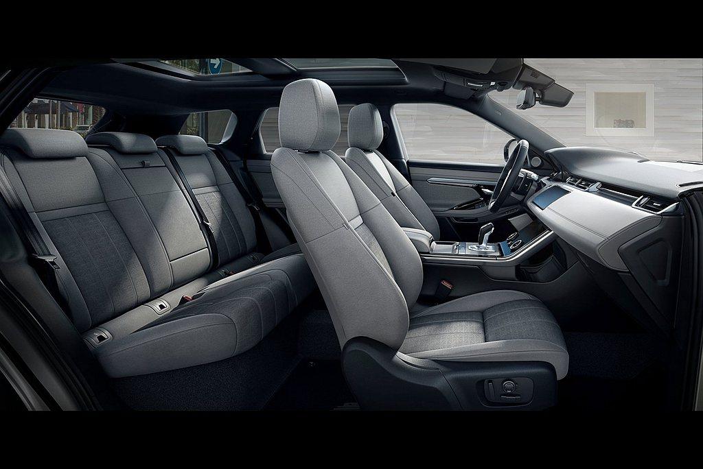 軸距增長後,提供前/後座椅更大的距離,讓後座乘客有更充裕的腿部空間且全車系標準配...