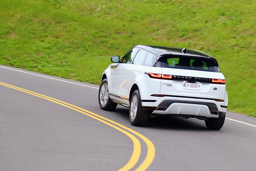 過往行路質感模糊與懸吊較軟的問題也都明顯改善,過彎時車輛的動態反應也比較積極。 ...