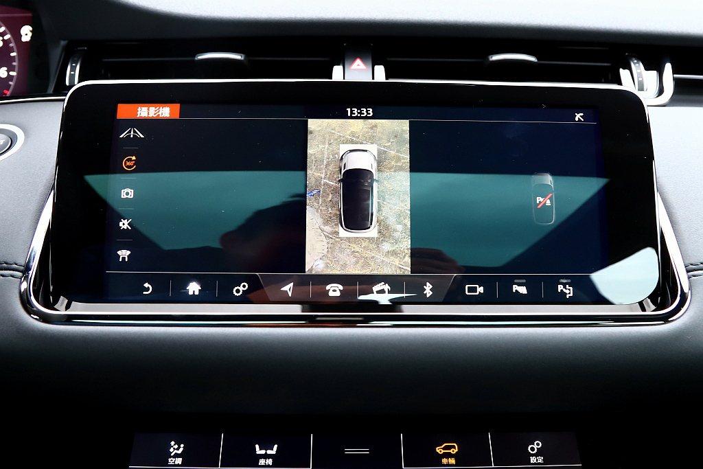 列為選配的360度環景顯示系統,可提升車輛周圍視角可見度。 記者張振群/攝影