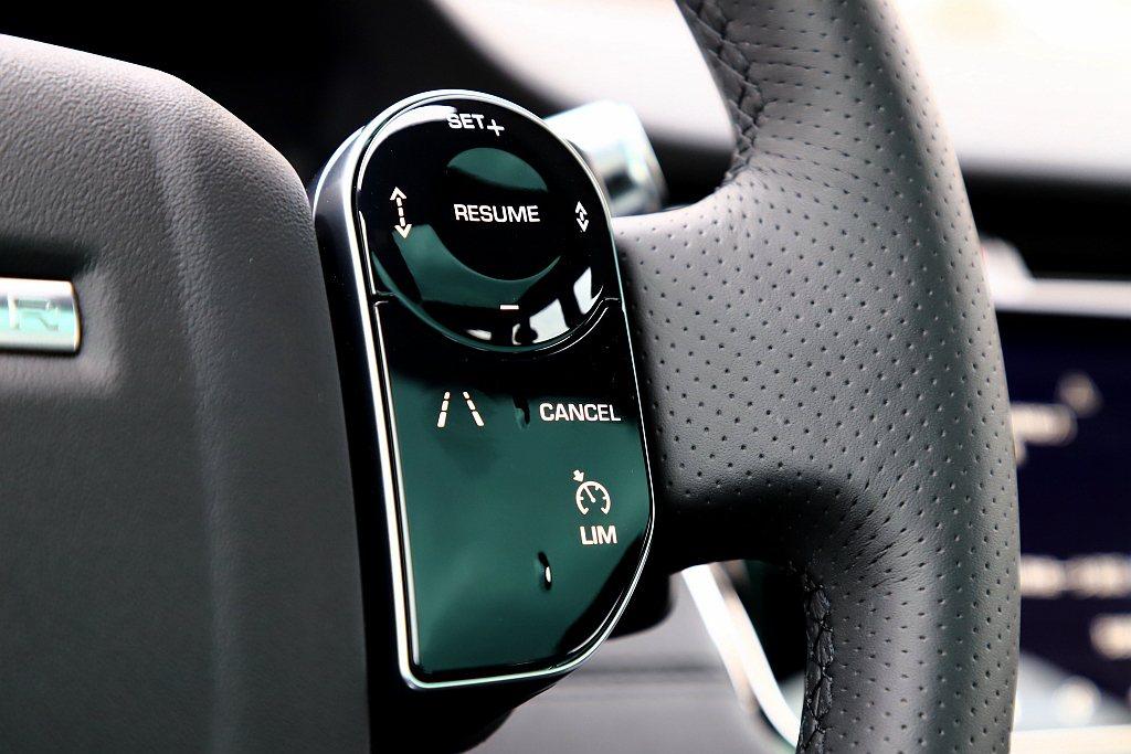 更進階的ACC主動巡航控制附方向盤輔助系統則需要選配。 記者張振群/攝影