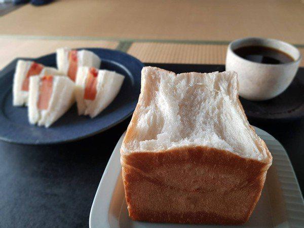 目前提供義式手沖咖啡、當季水果三明治等。圖/新竹市政府提供