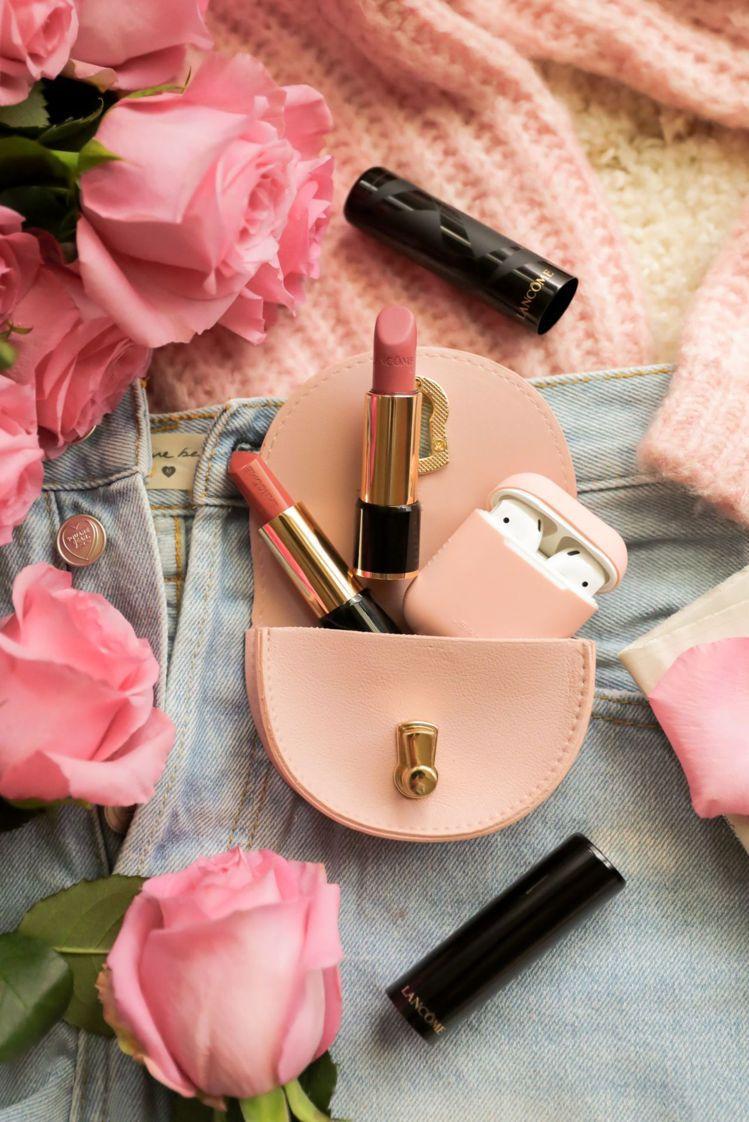 1月1日買蘭蔻任兩支唇膏,送迷霧玫瑰鎖愛包。圖/蘭蔻提供