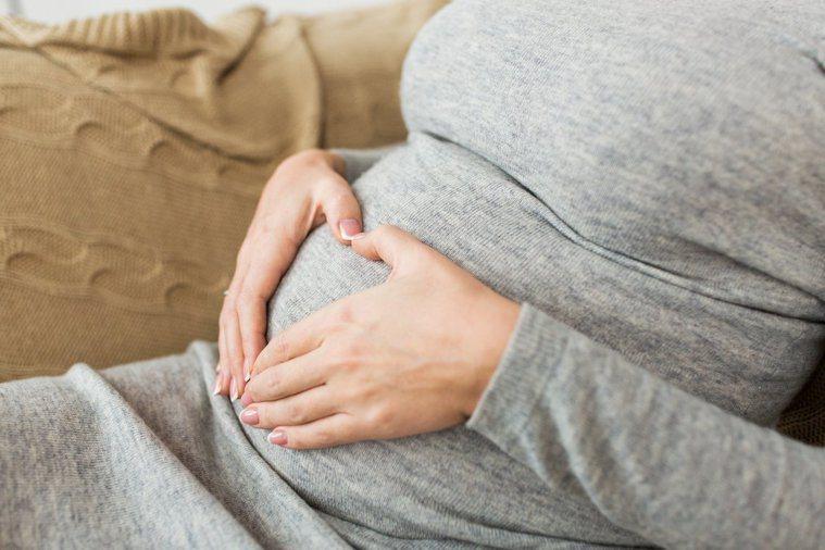 女性僵直性脊椎炎患者,適合懷孕生子嗎? 圖/ingimage