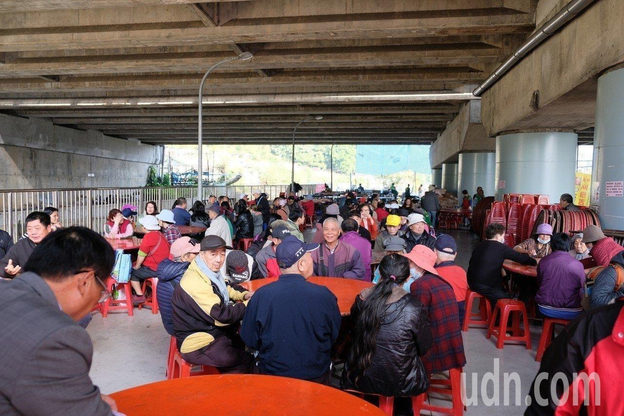 「刈包吉」廖榮吉明年舉辦最後一次春節愛心宴,3天席開500桌,要邀請民眾一起過好...