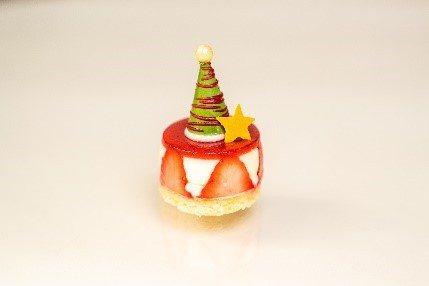 甜點耶誕雪屋草莓慕斯。(圖/台北文華東方酒店提供)