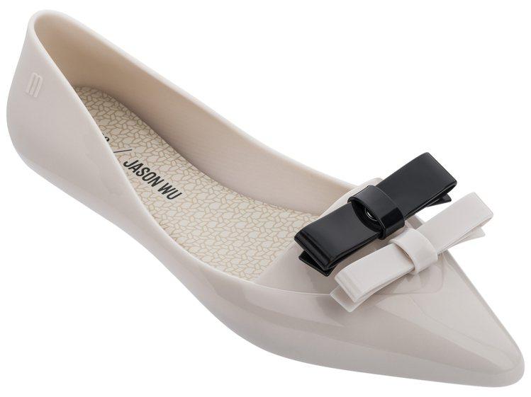 Melissa x Jason Wu淺粉焦點款娃娃鞋,售價3,680元。圖/Me...