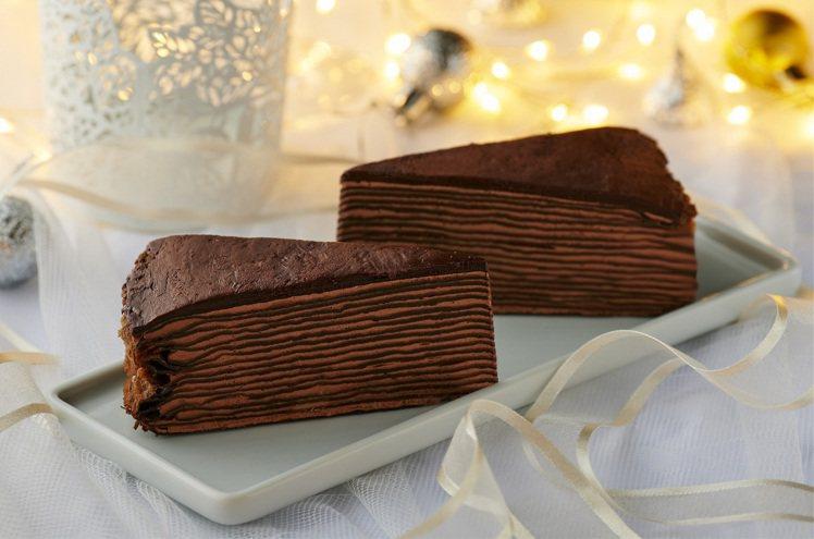 新品「醇黑巧克力千層」售價99元(2入)。圖/全聯提供
