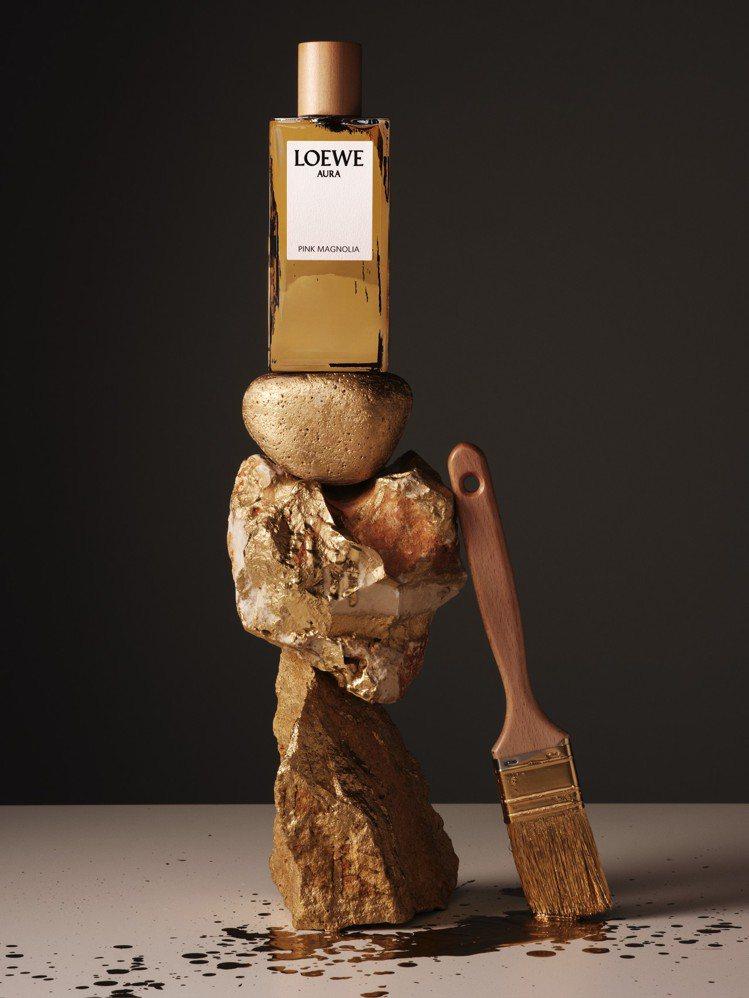 香水廣告的情境版本以金漆潑墨的視覺效果,代表創意總監Jonathan Ander...