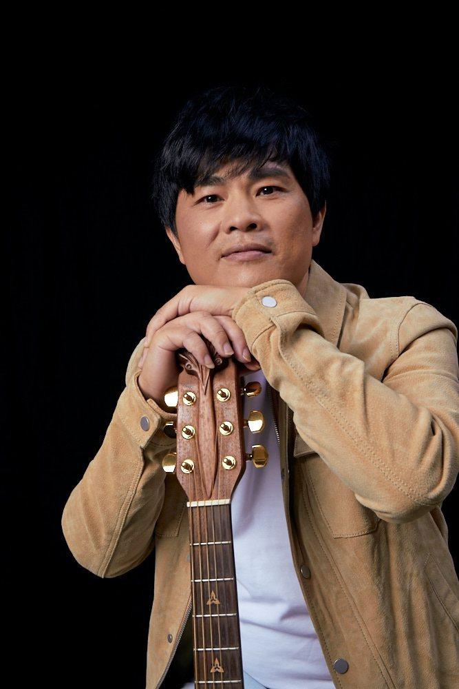 蘇明淵以歌壇首位「律師歌手」之姿,推出台語創作專輯「善良的歹人」,唱出悲歡離合人