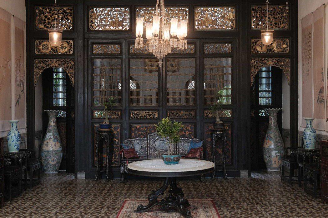 「彼岸之嫁」嘔心瀝血將百年古宅打造成高貴奢華的林家大宅。圖/Netflix 提供