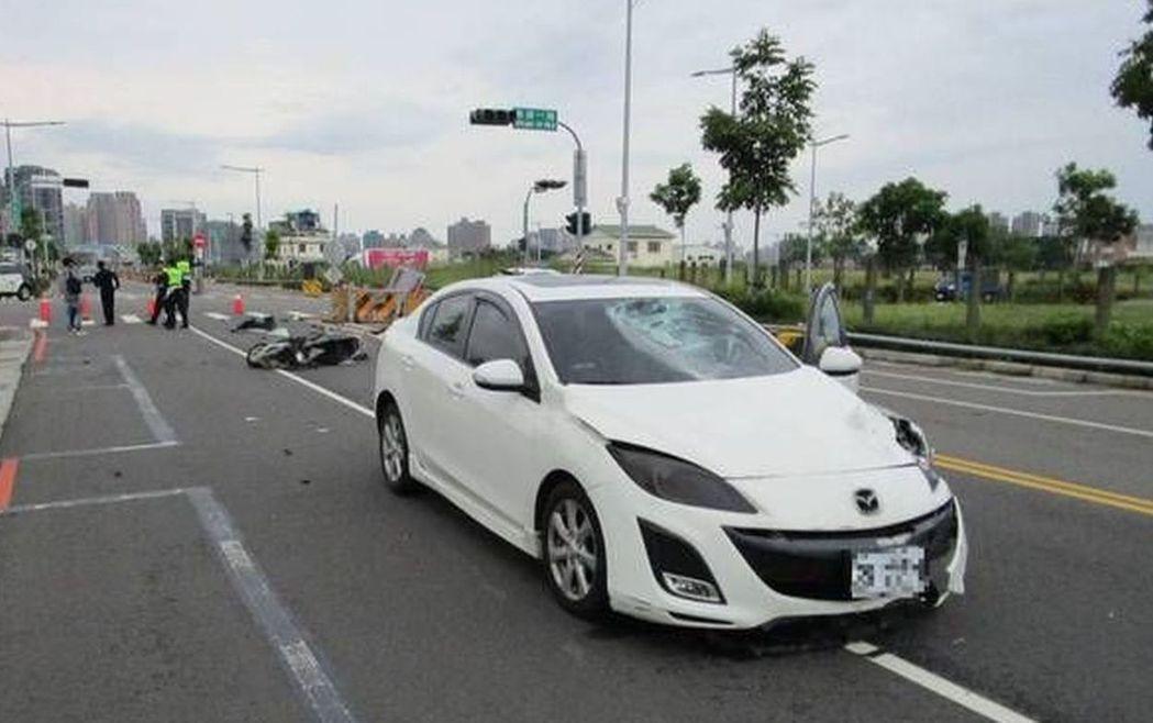 今年台中市交通事故,未依規定讓車計9162件,其中發生在無號誌路口有5407件,...
