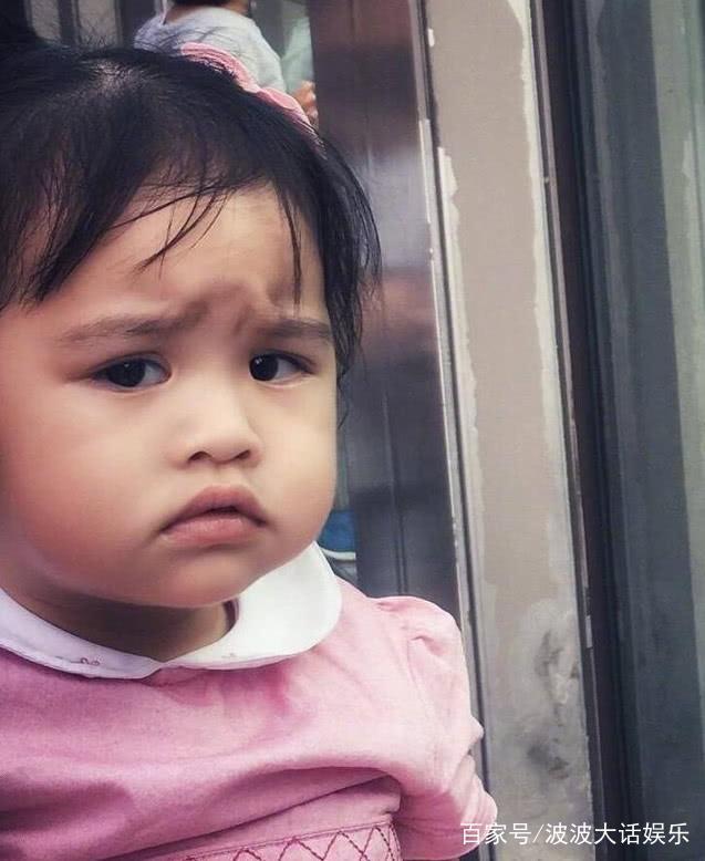 包貝爾與太太包文婧的女兒「包餃子」從小就會作各種豐富的表情,惹人愛憐。(取自網路...