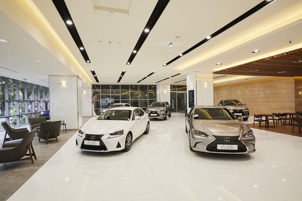 LEXUS大安營業所擁有136坪的展示空間,並首次融入New Luxury Li...