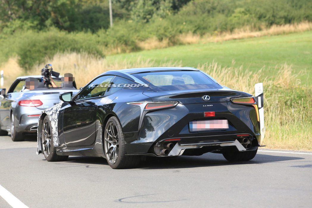 Lexus LC F偽裝車。 摘自Carscoops