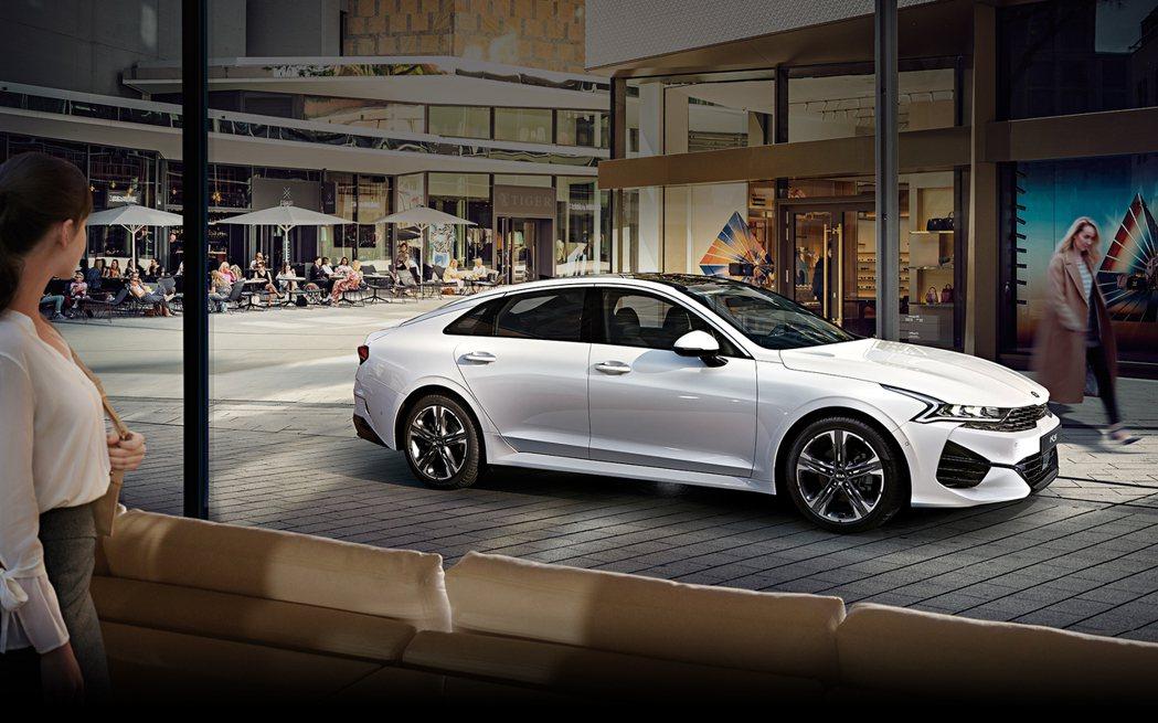 Kia Optima/K5 GT預計還會提供車系首度擁有的四輪驅動系統供消費者選...
