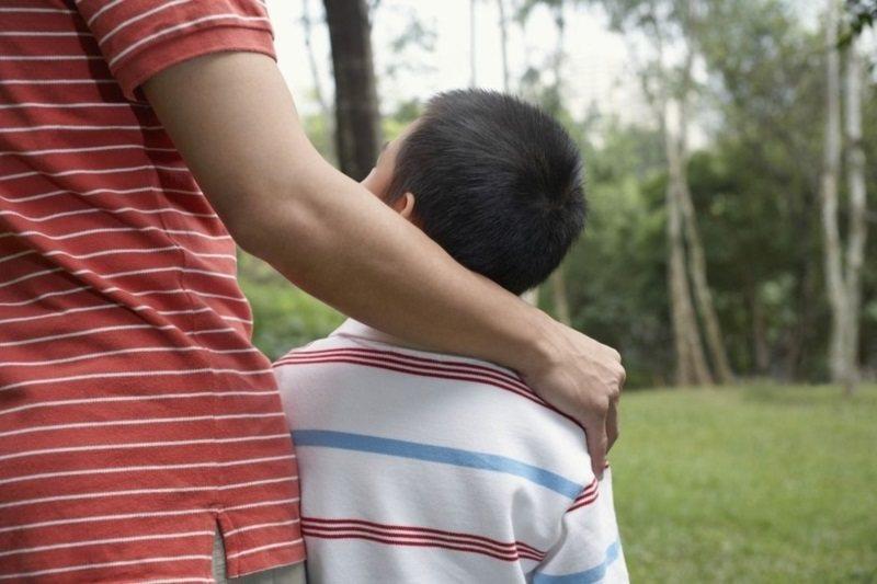 專家建議,父母應嘗試鼓勵孩子,並體驗孩子喜歡的活動、創造共同話題。 圖/ingi...