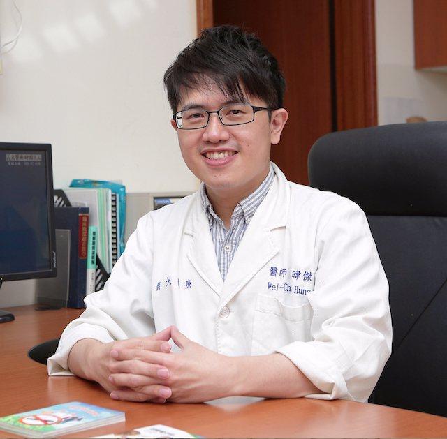 義大醫院家庭暨社區醫學部預防醫學科主任洪暐傑醫師說,「打疫苗就有如點光明燈。不是...