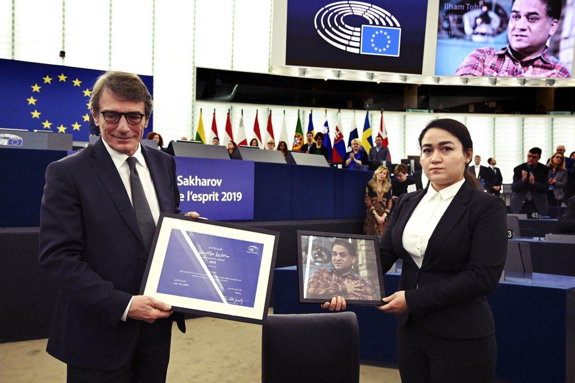 今年12月18日,人權獎頒獎典禮如期在法國舉行。由於伊力哈木目前仍被關押、生死未...