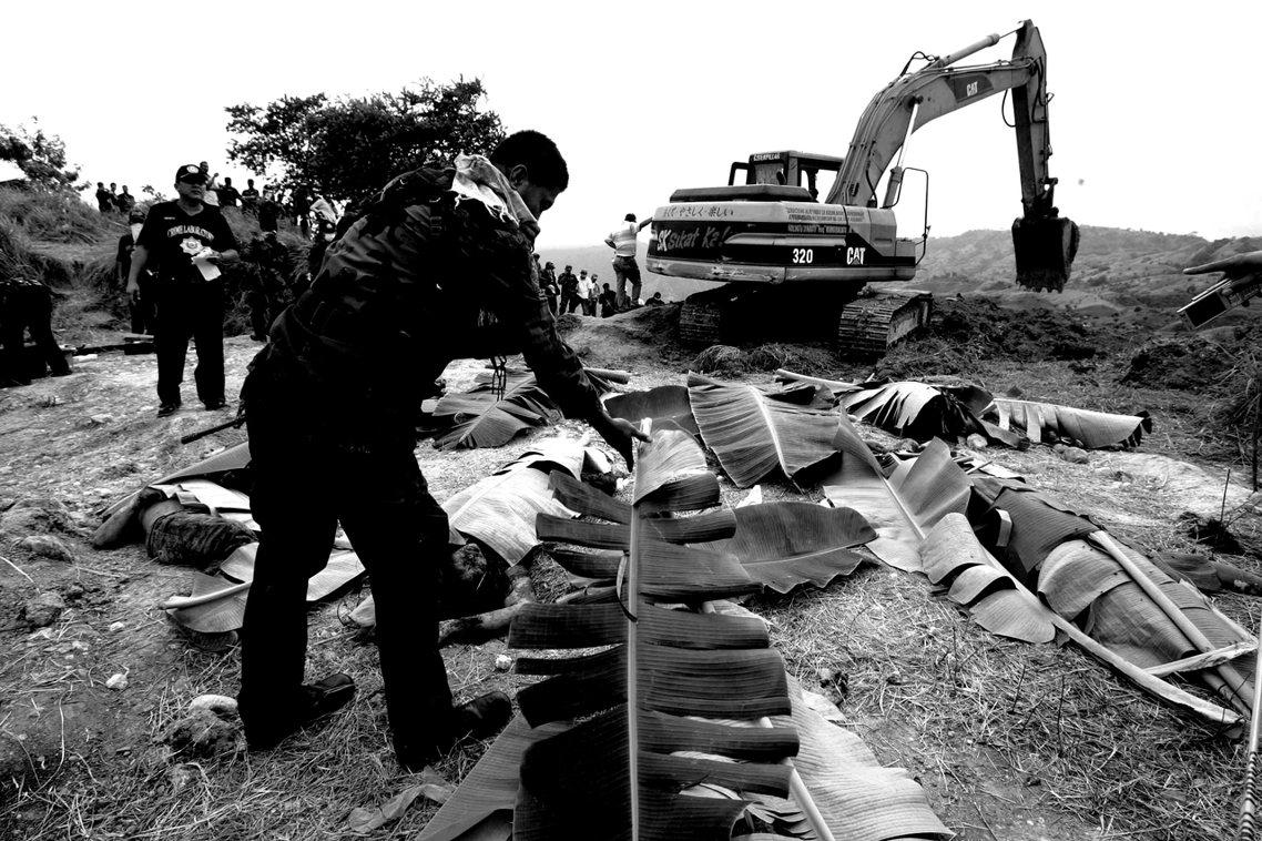 包括32名新聞工作者在內的58名人質,就這樣遭到殺害、棄屍荒地。 圖/美聯社