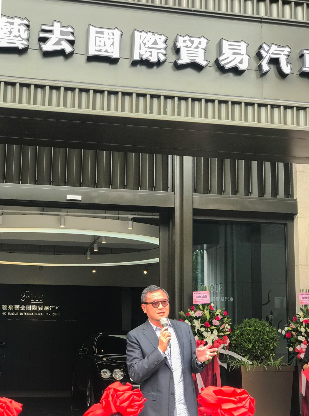 雄崗建設董事長林清吉歡迎大家常來藝術中心陶冶心靈。 攝影/張世雅