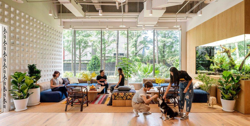 WeWork台灣首個據點正式開幕,全新社群落腳松仁路97號,加速台灣創新發展。 ...