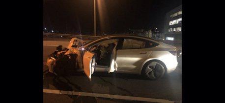 Tesla Model 3衝撞警車!又是Autopilot使用中放手?