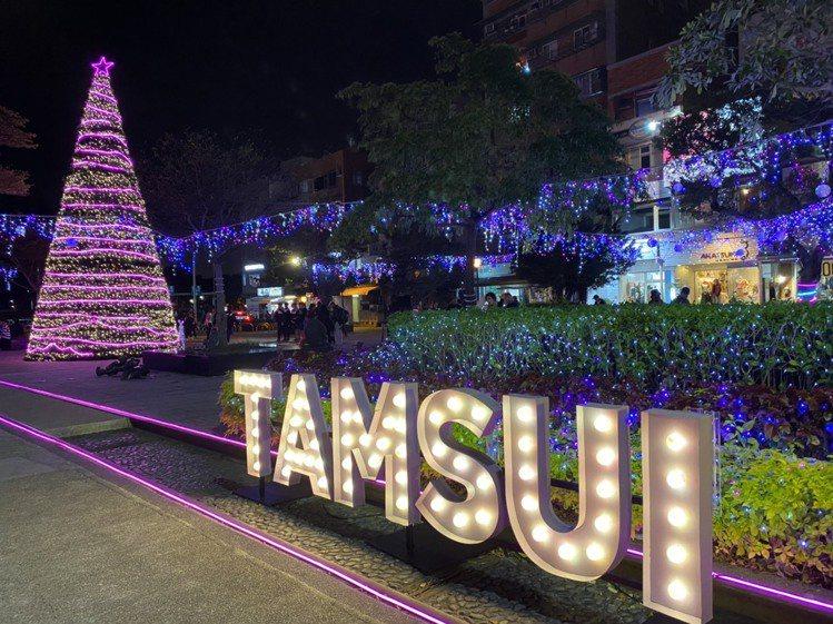淡水捷運站「穿越。浪漫TAMSUI浪漫。穿越」燈飾。記者張芳瑜/攝影