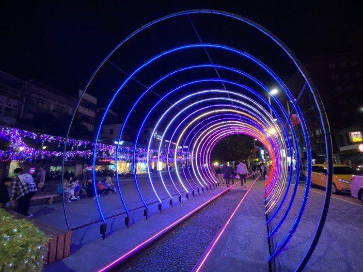 光影隧道。記者張芳瑜/攝影
