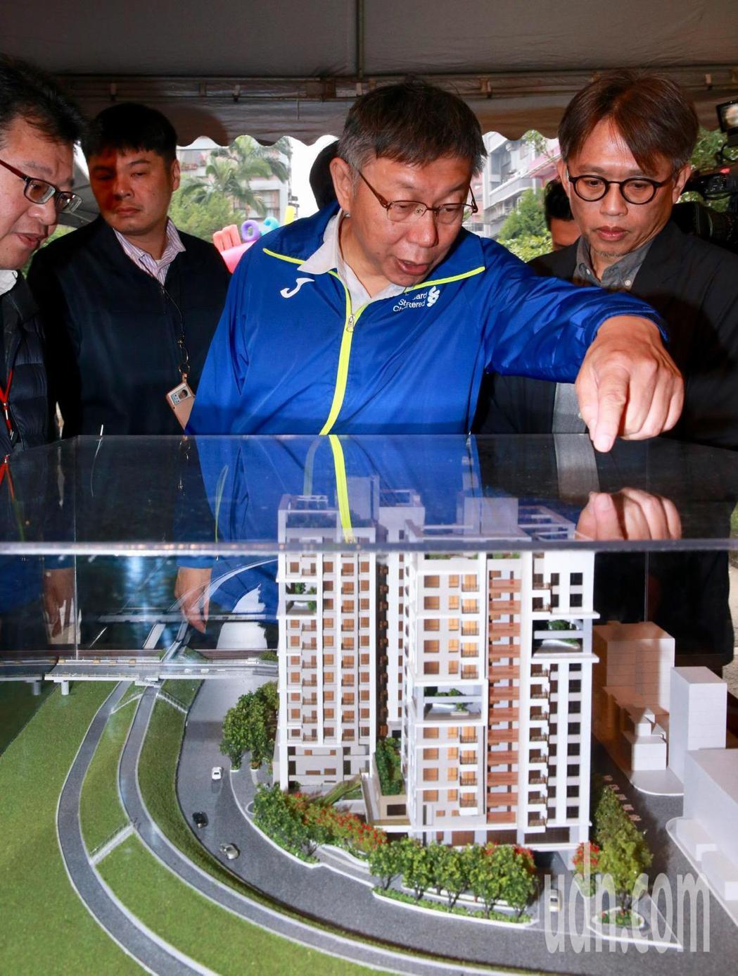 台北市長柯文哲昨文山區樟新水岸社會住宅開工,下周還有南港機廠社宅即將開工,未來北...