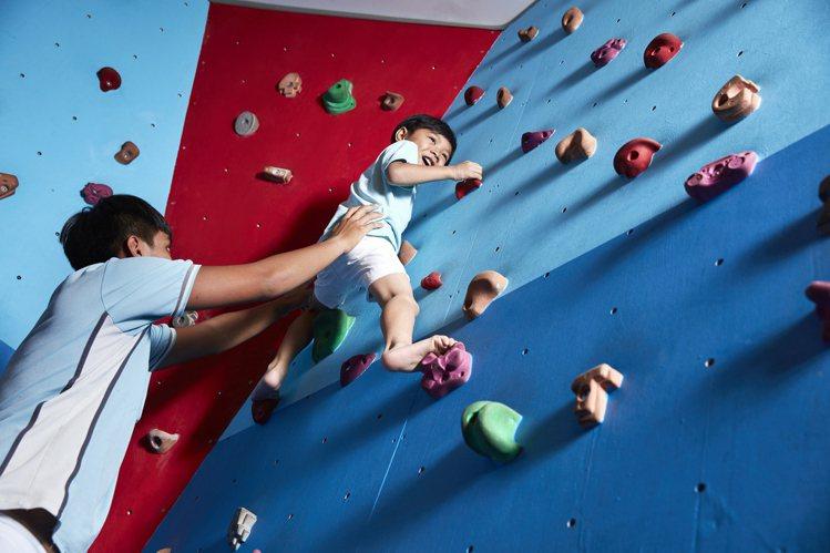 休閒中心兒童攀岩場。圖/墾丁凱撒提供