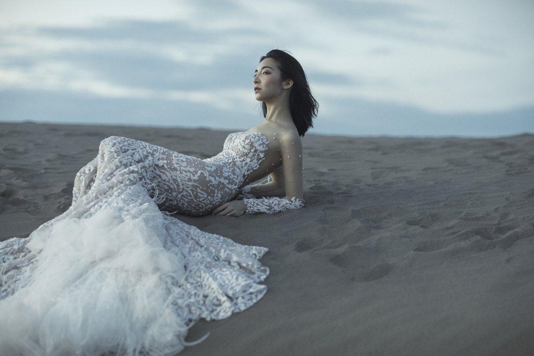 高雋雅曝光性感婚紗照。圖/雞與花環照相館提供