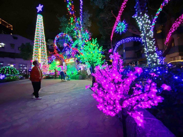 福興聖誕公園大約到晚上10點多會熄燈。記者魏妤庭/攝影