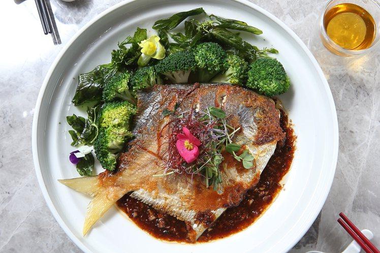 黃油煎封豉汁鴛鴦鯧魚,每份1288元。記者陳睿中/攝影