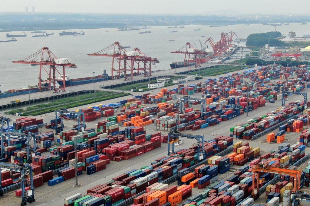 國際信評機構標普全球評級一周內二次下調台灣GDP預測,今(17)日發布報告預估,...
