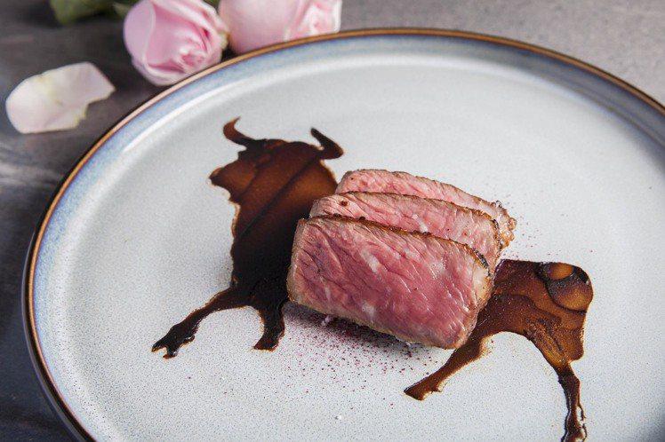 西華飯店推出相當具有特色的爆米花牛排。圖/業者提供