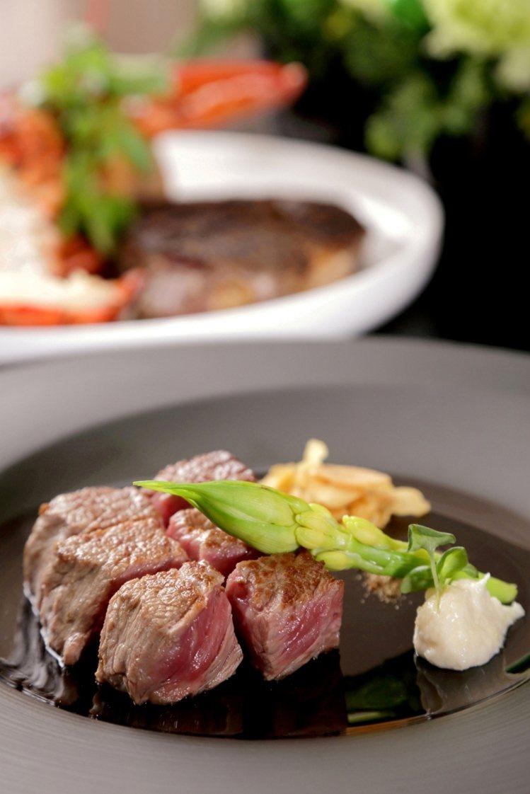 晶華酒店ROBIN'S 鐵板燒推出海陸套餐。圖/業者提供