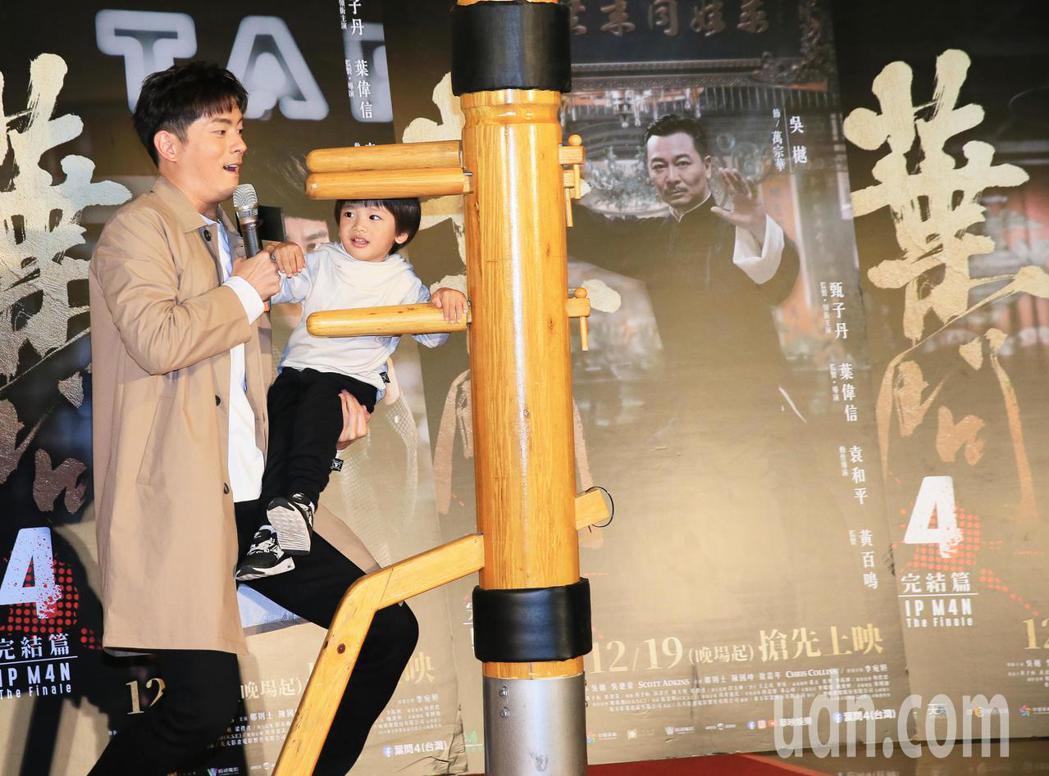 宥勝下午帶著兩歲多的兒子剴剴出席葉問4終結篇的宣傳活動。記者潘俊宏/攝影
