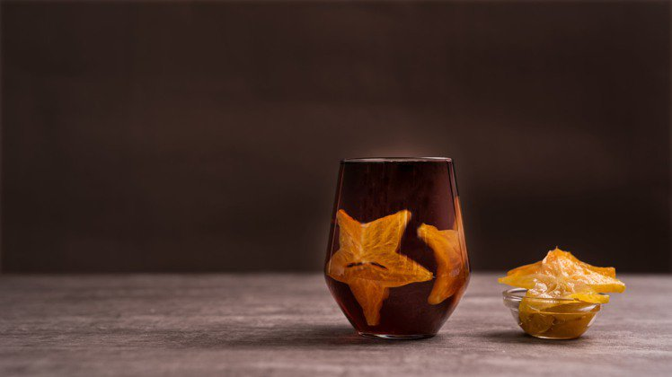 茶感較重的「冬瓜烏龍漬楊桃」,適合喜愛重口味饕客。圖/珍蜜堂提供