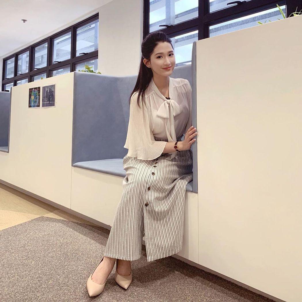 麥景榕法律系畢業,還沒當律師卻先開始主持節目。圖/摘自Instagram