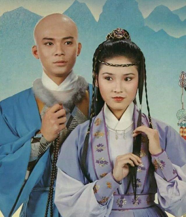 陳復生(右)在「天龍八部」中扮演阿紫,紅到受邀來台拍戲。圖/摘自微博