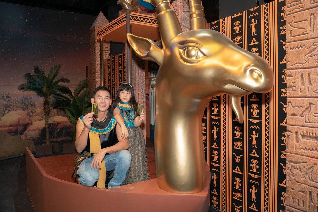 亮哲帶女兒小緹參觀「勇闖金字塔體驗展」圖/寬宏提供