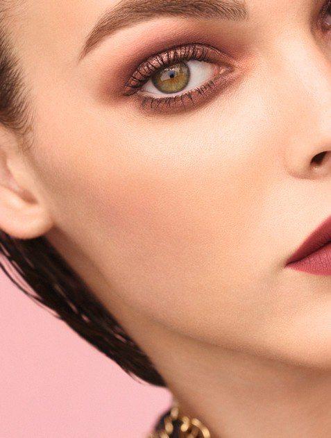 2020香奈兒春季限量彩妝沙漠之夢,一同進入夢幻優雅的春妝系列。圖/香奈兒提供