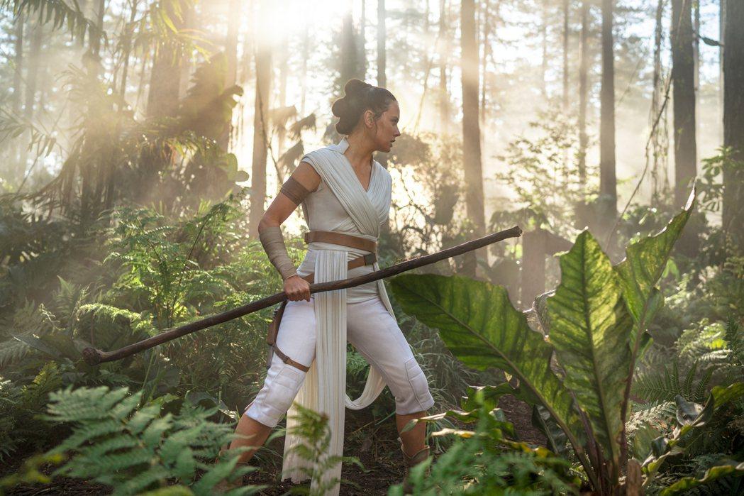 「Star Wars:天行者的崛起」台灣上映首日即奪下票房冠軍。圖/迪士尼提供